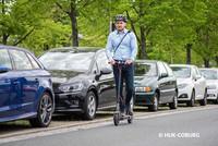 Um E-Scooter im Straßenverkehr zu nutzen, braucht man eine Versicherung.  Foto: © HUK-COBURG