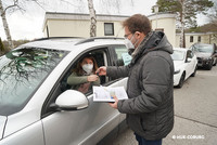 Bevor man einen Fremden an das Steuer seines Autos lässt, sollte man sich dessen Führerschein zeigen lassen. (Foto: © HUK-COBURG)